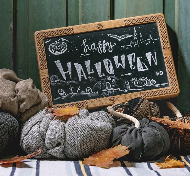 decoración de halloween con paneles y cuadros