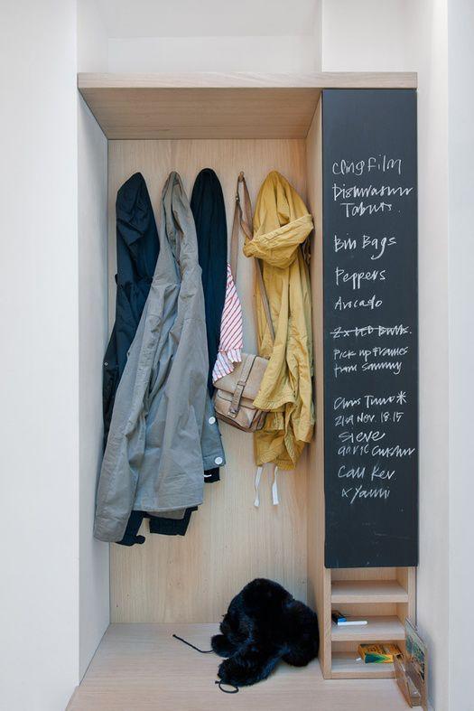 decoración de paredes con espacios de almacenamiento