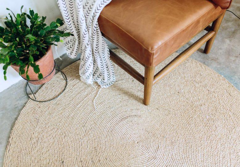 Diy crea tu alfombra redonda de fibra natural low cost casika - Alfombras de fibra ...